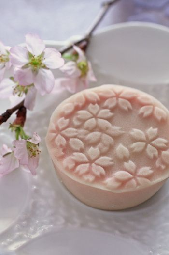 【募集!】4/12(火)桜づくしのお茶とお菓子レッスンの画像 | Lilyのお茶時間inSingapore