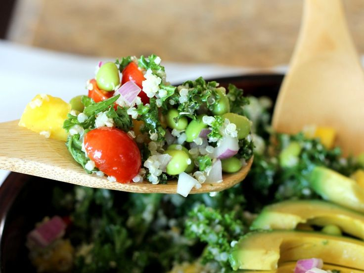 Kale, Edamame, and Quinoa Salad with Lemon Vinaigrette. So good, so easy.