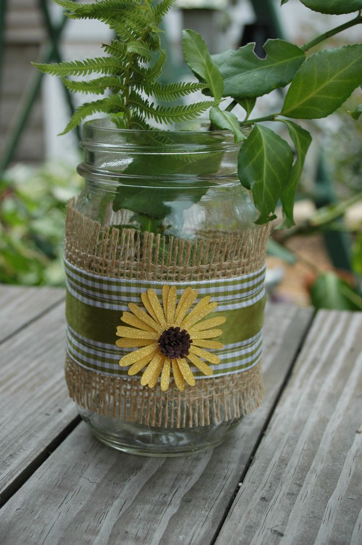 Decorated Mason Jar with Burlap: Decorated Mason Jar with Burlap