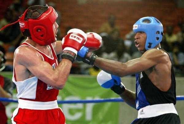 Mexican boxer Alfredo Angulo (left) fighting U.S. boxer Juan Jamal McPherson at the Pan American Games.