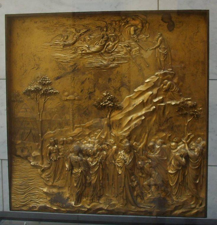 Formella per la Porta del Paradiso realizzata da Lorenzo Ghiberti che rappresenta Mosè.  Per scoprire l'arte di Ghiberti: http://www.finestresullarte.info/Puntate/2010/26-lorenzo-ghiberti.php