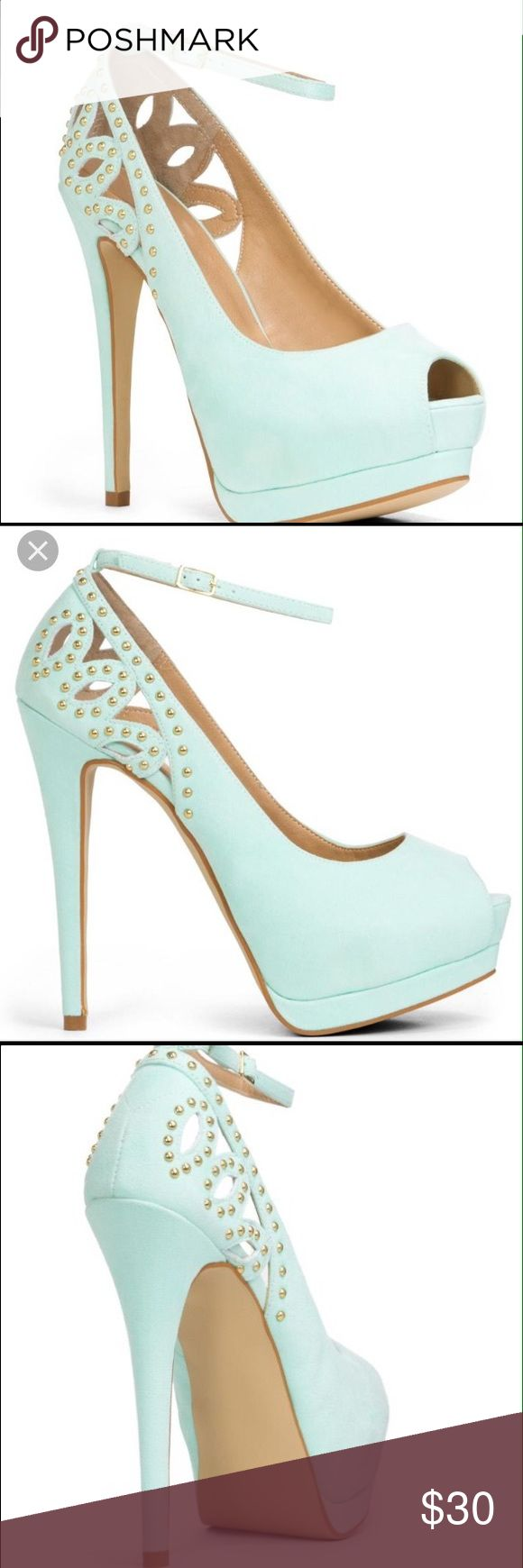 Classy and elegant mint pumps Worn very few times but in great condition JustFab Shoes Platforms
