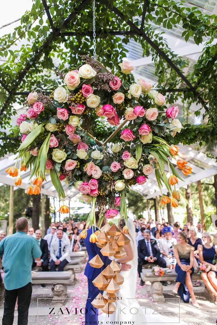 Beautiful having arrangement, suspended floral arrangement, hanging flowers, tulips, roses, gold, white, green, floral art, incredible wedding. best wedding, wedding day.