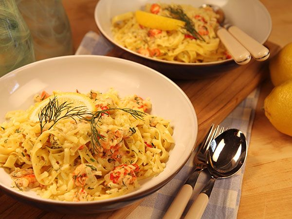 Smarriga pasta med kräftstjärtar, dill och citron. Perfekt om du har rester från kräftskivan!