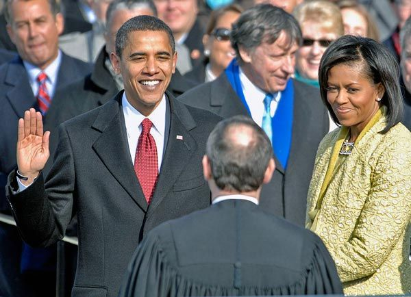 US_President_Barack_Obama_taking_his_Oath_of_Office