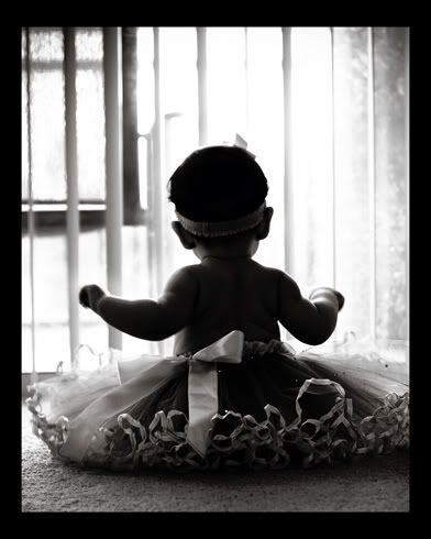 6 month picture idea. LOVELY! Could this be any cuter???? <3