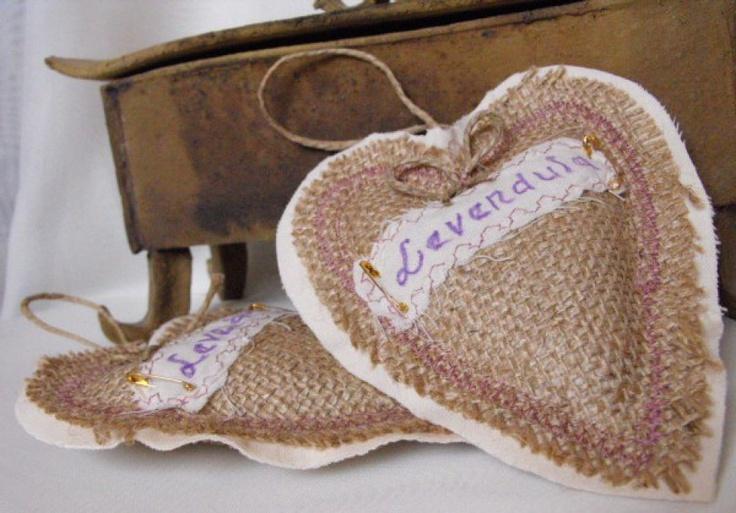 Lavender heart by http://www.breslo.hu/item/Levendula-illatosito-sziv-dekoracio-zsakszovetbol-primitiv-stilusban_2714#