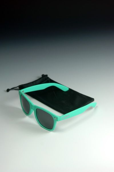 #sunnies #sunglasses #fashion #accessories #shopping #style #cool #inspiration #trend #turquoise Automa - look e style