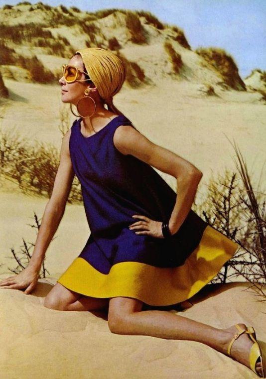 Dans les dunes de la couleur, dress Jean Patou, sandals Charles Jourdan, 1967