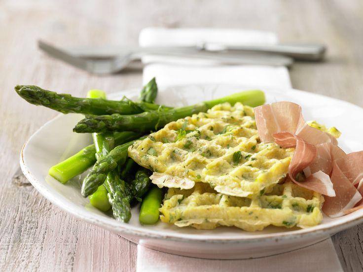 Absolut köstlich!!! Glasierter Spargel mit Kartoffelwaffeln - und rohem Schinken - smarter - Kalorien: 409 Kcal - Zeit: 1 Std.  | eatsmarter.de