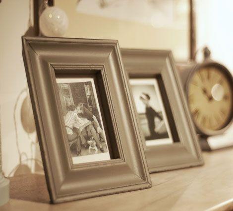 Ramki na zdjęcia w klasycznym stylu. Minimalistyczna forma ramki pozwala na pokazaniu uroku samego zdjęcia.