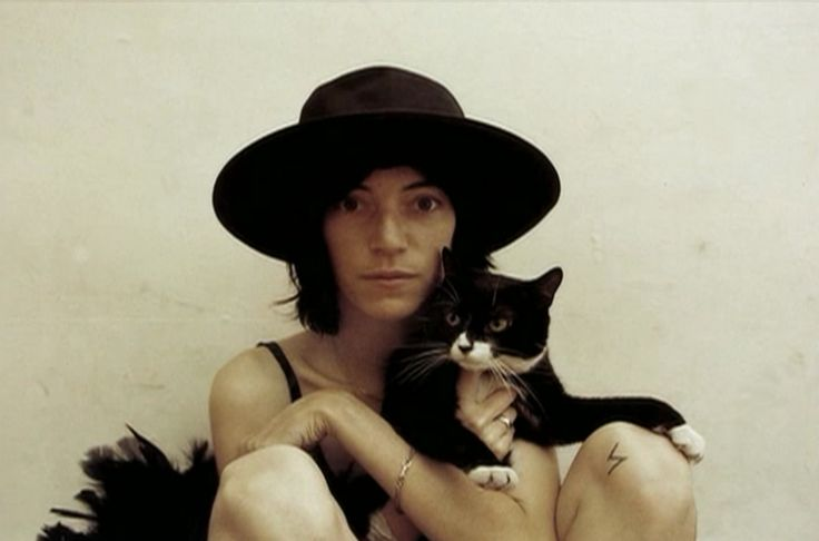 a cat and Patti Smith | photographed by Sam Wagstaff.