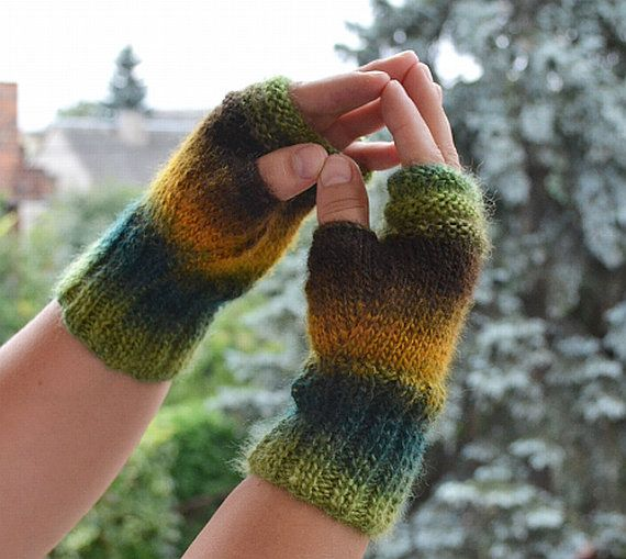 Knitted mittens gloves in autumn color by DosiakStyle on Etsy #knittedmittens