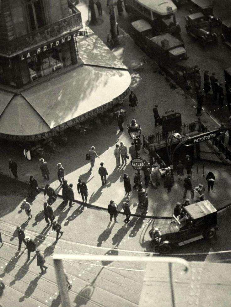 La Rotonde - Montparnasse Paris 1930 Marianne Breslauer