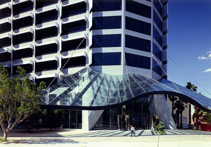 Harry seidler associates qv1 office tower entrance for Building designers perth