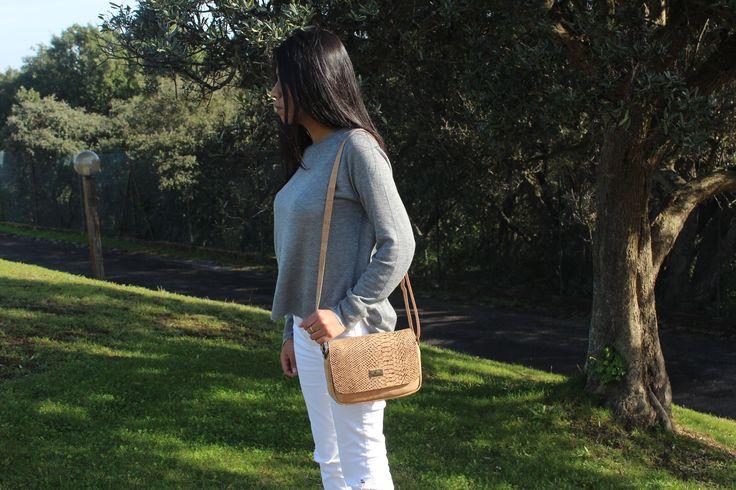 Bolsito con estampado de pitón. Super original y bonito! #bolsito #bolso #corcho #original #complementos #accesorios #regalo.