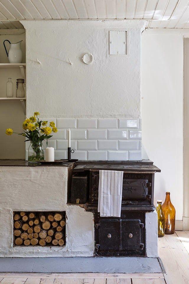 Cozinha linda com fogão de lenha                              …