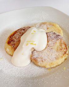 Kértek? A sütőporos amerikai pancake-ekkel, juharsziruppal locsolva, meg fotogén áfonyákkal megszórva, tele van a net. Igazságtalanul. Me...