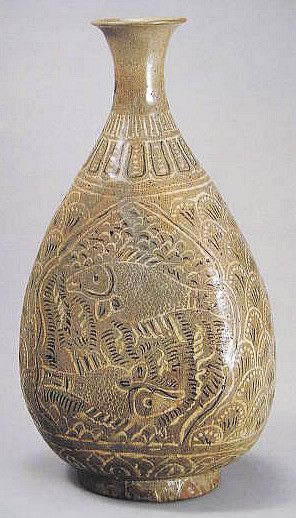 (Korea) Buncheong Ware Porcelain Bottle. ca 15th century CE. Joseon Kingdom, Korea. 粉靑沙器 象嵌水波魚文扁甁