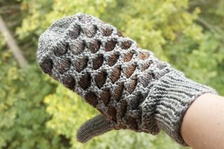Some call them Newfoundland mittens; some call them Honeycomb mittens - they're warm and we need warm mittens where I live <3