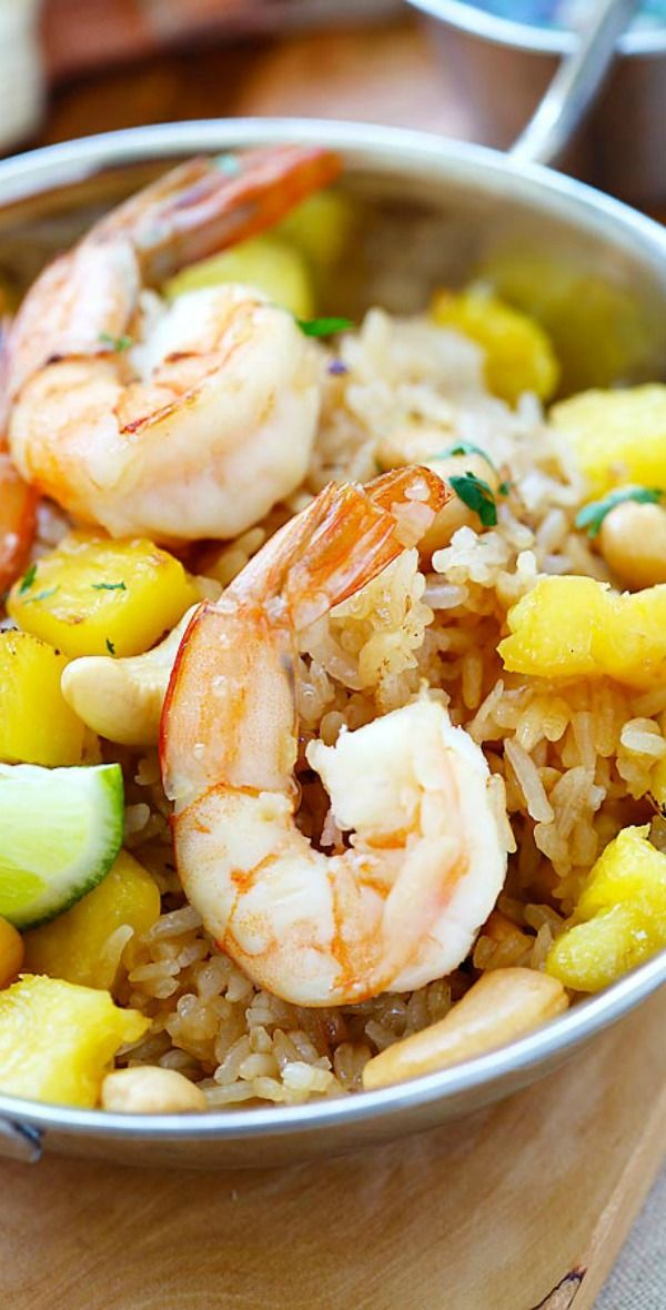 Thai Pineapple fried rice – amazing fried rice recipe with pineapple, shrimp and cashew nuts. Easy recipe that takes only 20 mins | rasamalaysia.com