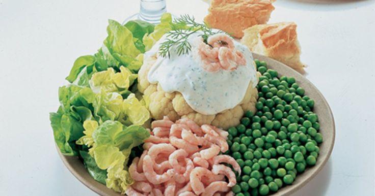 Den sommerlige blomkålsret blev typisk serveret som gæsteret i 1970'erne og 80'erne, hvor rejer stadig var forbeholdt særlige lejligheder.