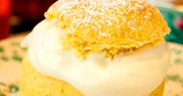 Dessa saffranssemlor är underbara, med extra allt, mjukt saftigt     bröd och den apelsindoftande mandelmassan. Mmmm. /Anette     Rosvall