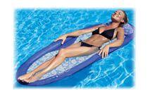 KELSYUS VATTEN- VILSTOL - Blå  Med Kelsyus vattenlounger sitter du mer upprätt, vilket innebär att du får svalka, bekvämlighet och balans