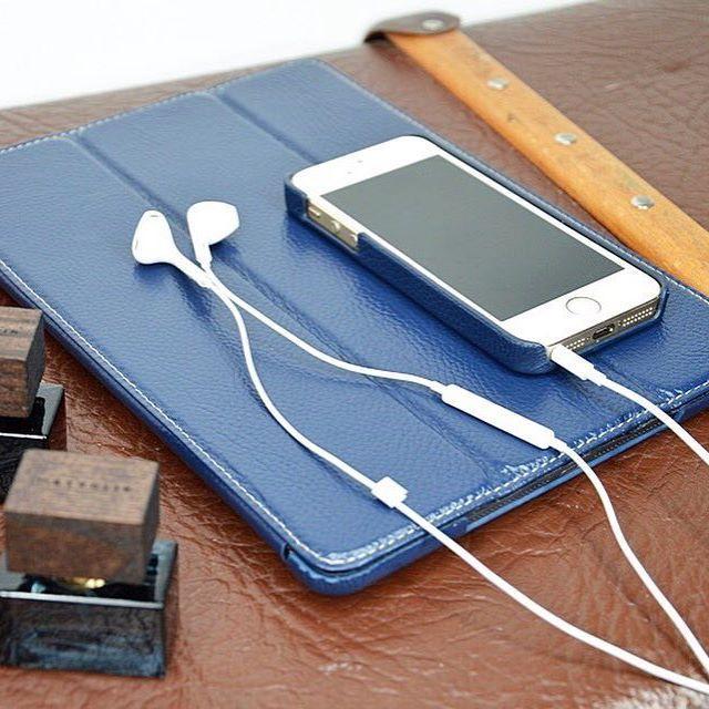Mit abgestimmten Accessoires lässt sich stilvoll Reisen! #travel #iPhoneSE #iPad #smartphone #accessoires #lifestyle #white #suitcase #vintage #koffer #kopfhörer