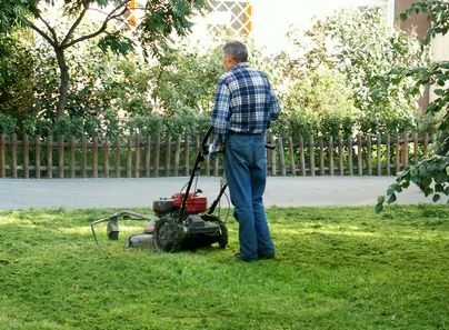 How to Change the Oil in a Toro Lawn Mower thumbnail