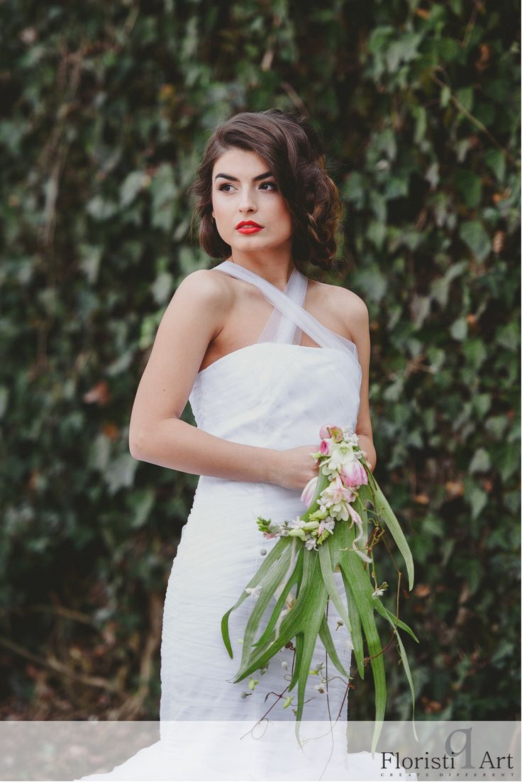 FloristiQ Art Event- #BloomYourBusiness Floral design : Lucinda van der Ploeg Photography & Editing: Vasile Stan Photography Dress : Oana Lupas Make-up : Cristina Popa Hair : Nasaudean Tudor , Headline Romania Dress: Designed by Oana Lupas