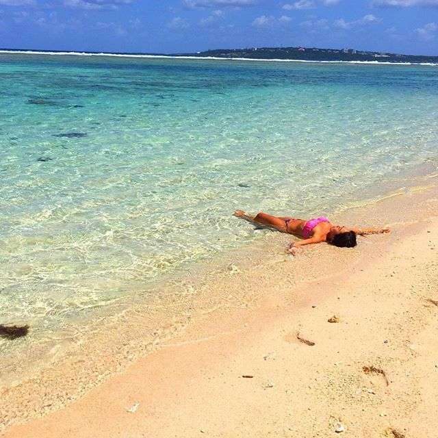 【puaekolu】さんのInstagramをピンしています。 《🏊 . . 昨日行ったbeach⛱水族館並みに魚いた🐠💓 . . 時間を忘れて潜ってたよ🏊 . . . 今日帰ります😫😫 . . 羽田の天気大丈夫かなぁ😂 . . #沖縄#okinawa#海#beach#sea#summer#瀬底ビーチ#瀬底島#魚#シューノーケリング#水着#ビキニ#黒肌#日焼け#tanning#genic_beach#genic_mag#genic#instagood#ジェニック#打ち上げられたトドではありません》