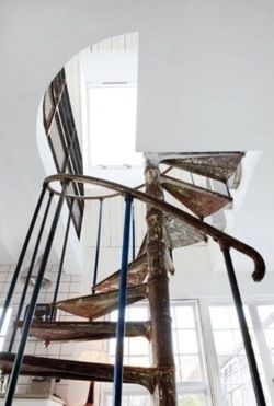 beautiful lines: Spirals Staircases, Dreams Home, Spirals Stairs, Swedish Interiors, Dreams House, Interiors Design, Vintage Stuff, Interiordesign, Stairways