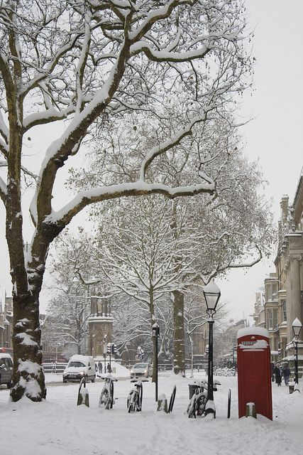 Oxford bicycles and red phone box in snow, England. Well you know where I want to go for Chrsitmas next!