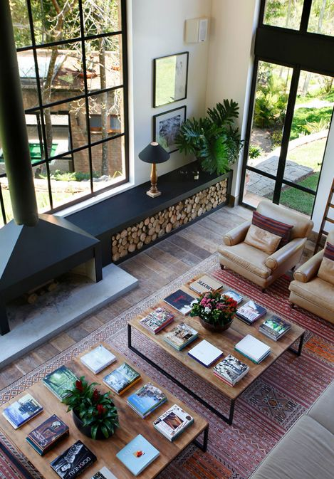 Double height and double coffee tables // living rooms