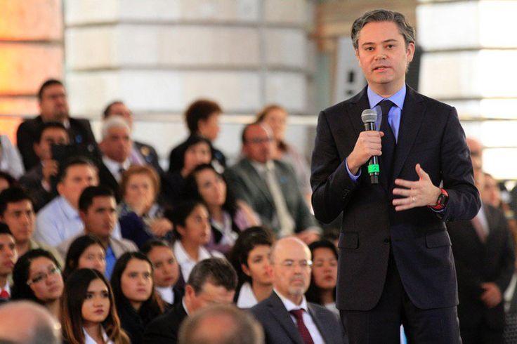 El Secretario de Educación Pública, Aurelio Nuño dijo ante la Confederación Nacional Campesina (CNC) que los gobiernos del Partido Acción Nacional (PAN) de
