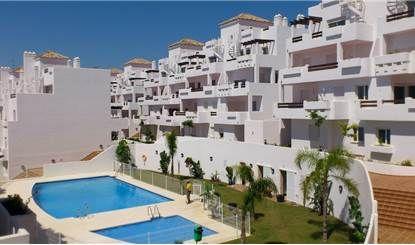 """Marbella Estepona, nella """"Valle del golf"""" proponiamo la vendita di appartamenti di tre locali, composti da soggiorno, due camere, cucina abitabile, due bagni, terrazzo, garage a partire da € 98.000,00. Disponibilità di Duplex e Attici in promozione a prezzi che non superano i 160.000 euro."""