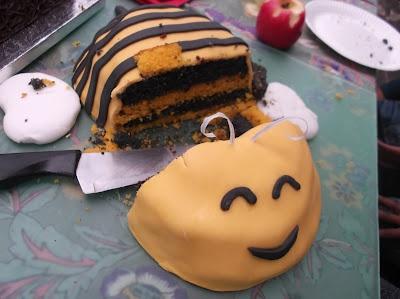 Beeeeeeee cake.
