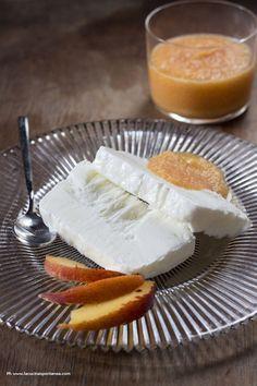 mattonella allo yogurt con salsa di pesche allo zenzero