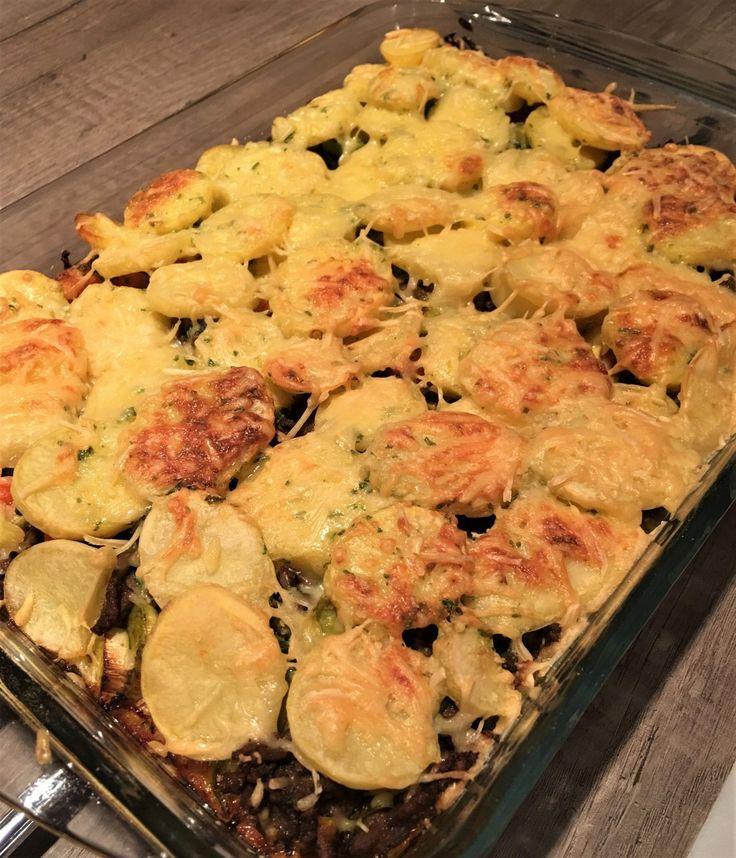 Ovenschotels....ik ben er dol op! Inclusief een heerlijk laagje kaas natuurlijk. Vandaag het recept voor de ovenschotel met prei, kerrie en gehakt van Maggi. Zo makkelijk om zelf in elkaar te zetten, minstens zo lekker. Nee, veel lekkerder. Wat heb je nodig... #juliachallenge #recept #zonderpakjes