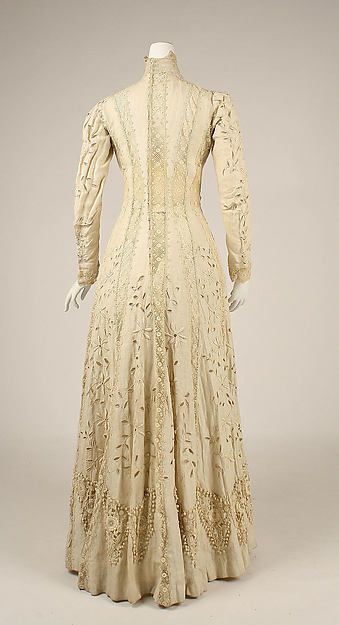 Ensemble (image 7) | American or European | 1910 | linen, silk | Metropolitan Museum of Art | Accession #: C.I.41.140.2a, b
