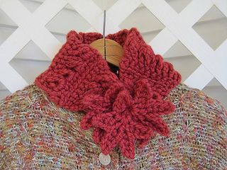 Here's a very cozy scarflet to keep your neck warm this autumn. The Curly Maple scarflet features interlocking maple leaves and a chained variation of broomstick lace for extra interest and warmth.
