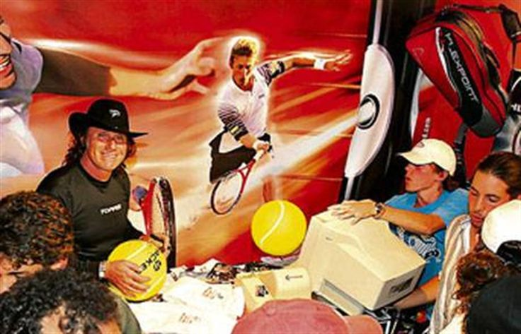 Un paseo por el Buenos Aires  Vilas, toda una leyenda, firmó autógrafos en un stand durante casi dos horas. Foto: Emiliano Lasalvia