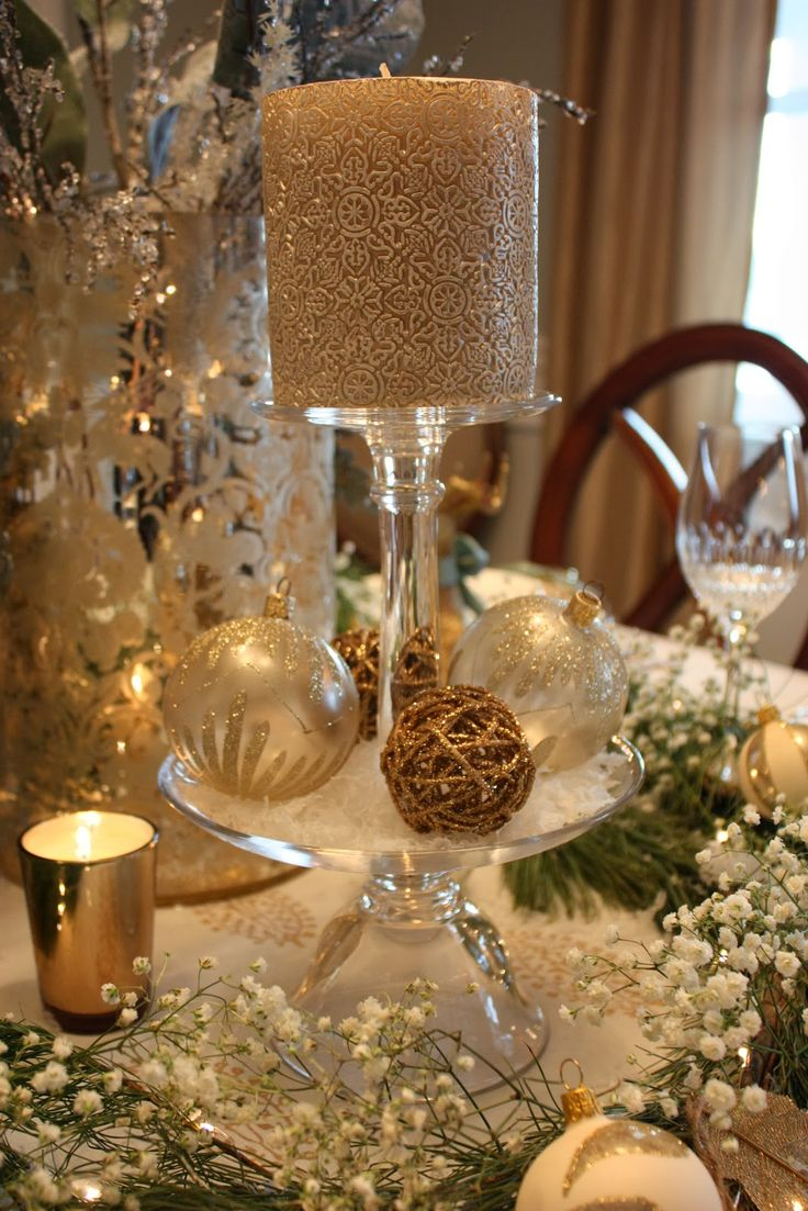 Christmas table decorations gold - Find This Pin And More On Christmas Table Decorations Ideas By Larisagre