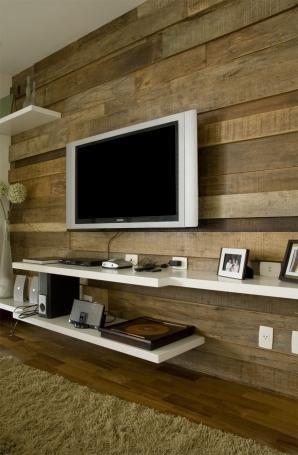 Painel em madeira de demolição, clean e elegante. Dá um toque de sobriedade.