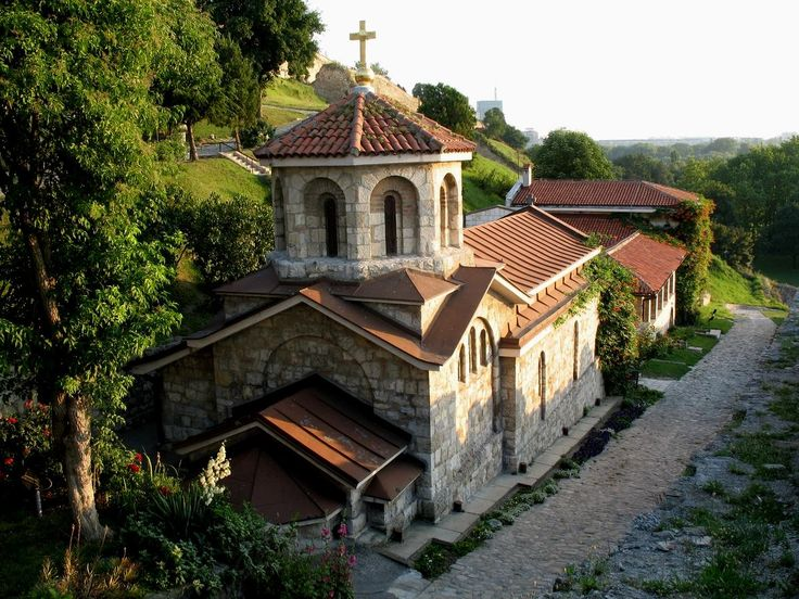 Church of St. Parascheva is located in the Lower City of the #Belgrade #Fortress and is built on the site of the miraculous water spring in the vicinity of the Church Ružica, built after 1867. The today's chapel was built in 1937 by the design of architect Momir Korunović