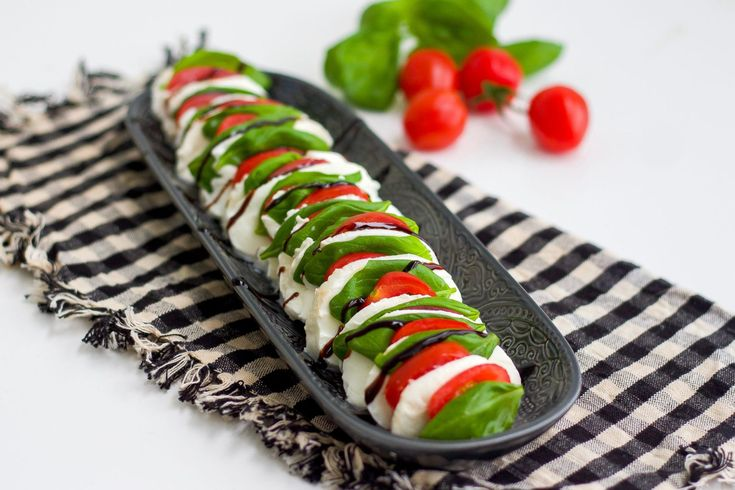 Insalata Caprese- Italiensk sallad - ZEINAS KITCHEN