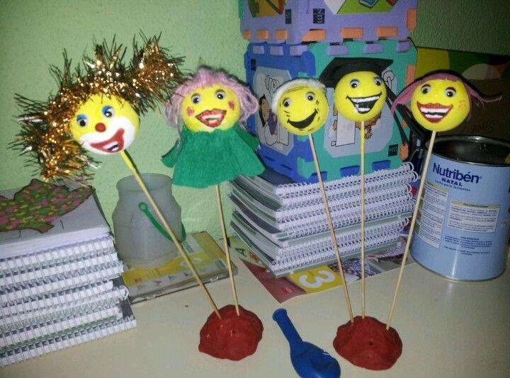 Trabajo realizado en las prácticas de 2 de grado. Son muñecos que pintamos con los alumnos en el aula para su posterior colocación en un belén gigante a la entrada del colegio (Santa María de la Providencia).