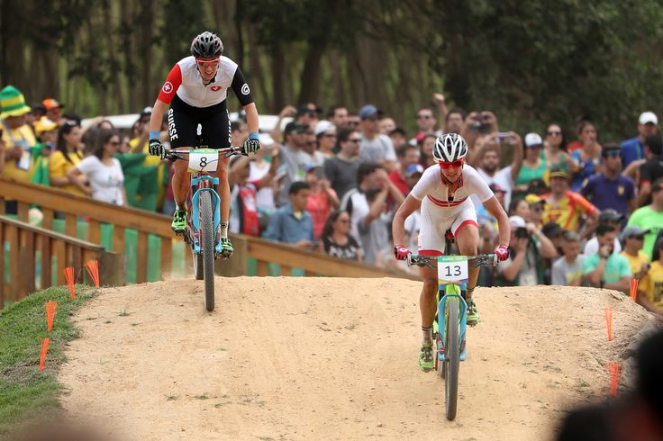 Gunn-Rita Dahle Flesjaa of Norway leads a group during the Women's Cross-Country Mountain Bike Race on Day 15 of the Rio 2016 Olympic Games at the Mountain Bike Centre on August 20, 2016 in Rio de Janeiro, Brazil. (Aug. 19, 2016 - Source: Christian Petersen/Getty Images South America)