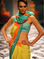 Different way of wrapping sari. Anita Dongre's bright and sexy saris epitomized this look, with a scarf like twist.